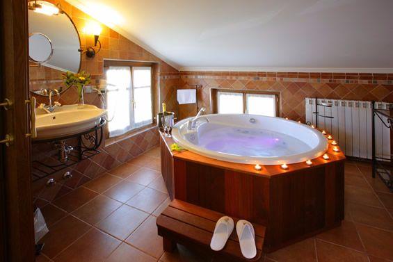 10 hoteles con jacuzzi en la habitaci n que visitar en espa a for Hoteles con microondas en la habitacion