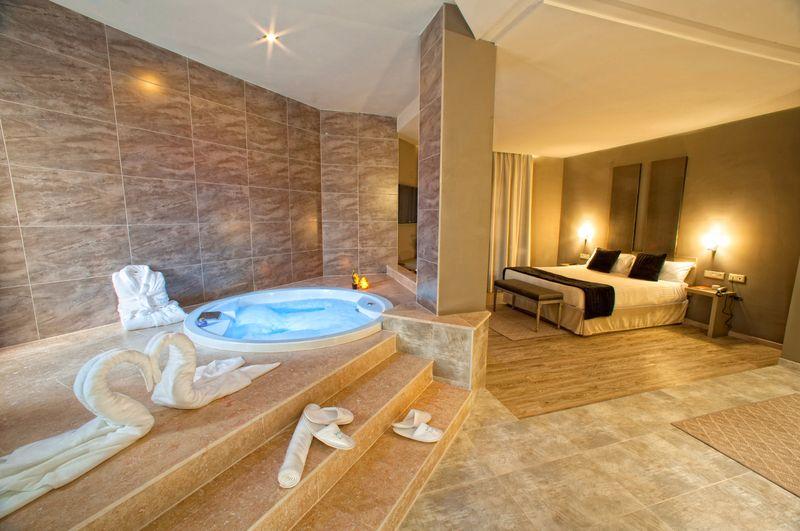 10 hoteles con jacuzzi en la habitaci n que visitar en espa a for Hoteles con jacuzzi en la habitacion