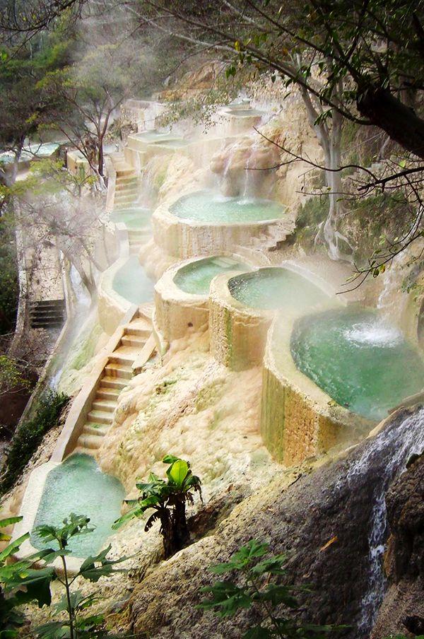 Las grutas de tolantongo pozas y aguas termales en hidalgo for Aguas termales naturales en madrid