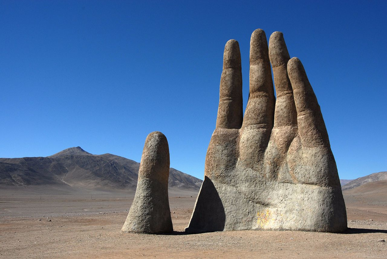 la mano del desierto de atacama