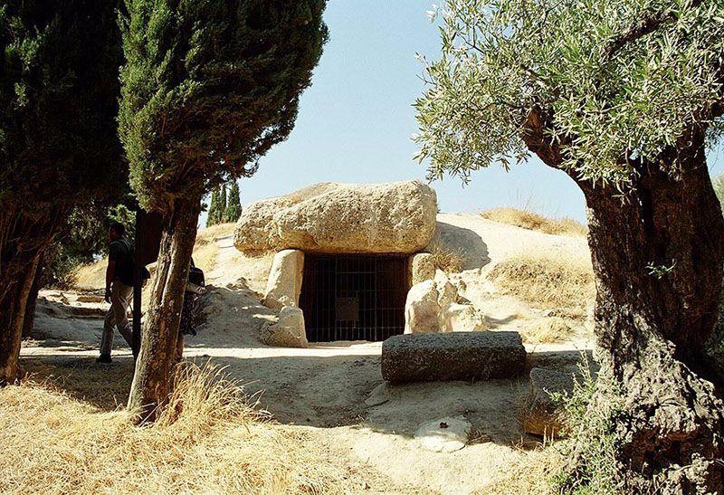 Exterior del Dolmen de Menga